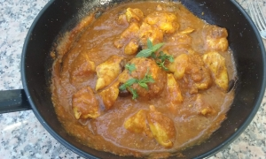 Chicken curry with tomato and yoghurt