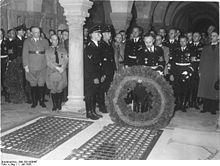 Himmler at Henry's grave, 1938.